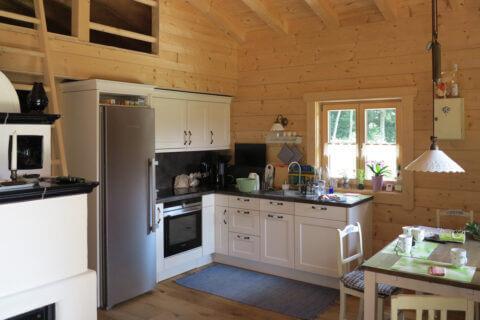 Sommarhus 20 cm fyrkantstimmer med kök